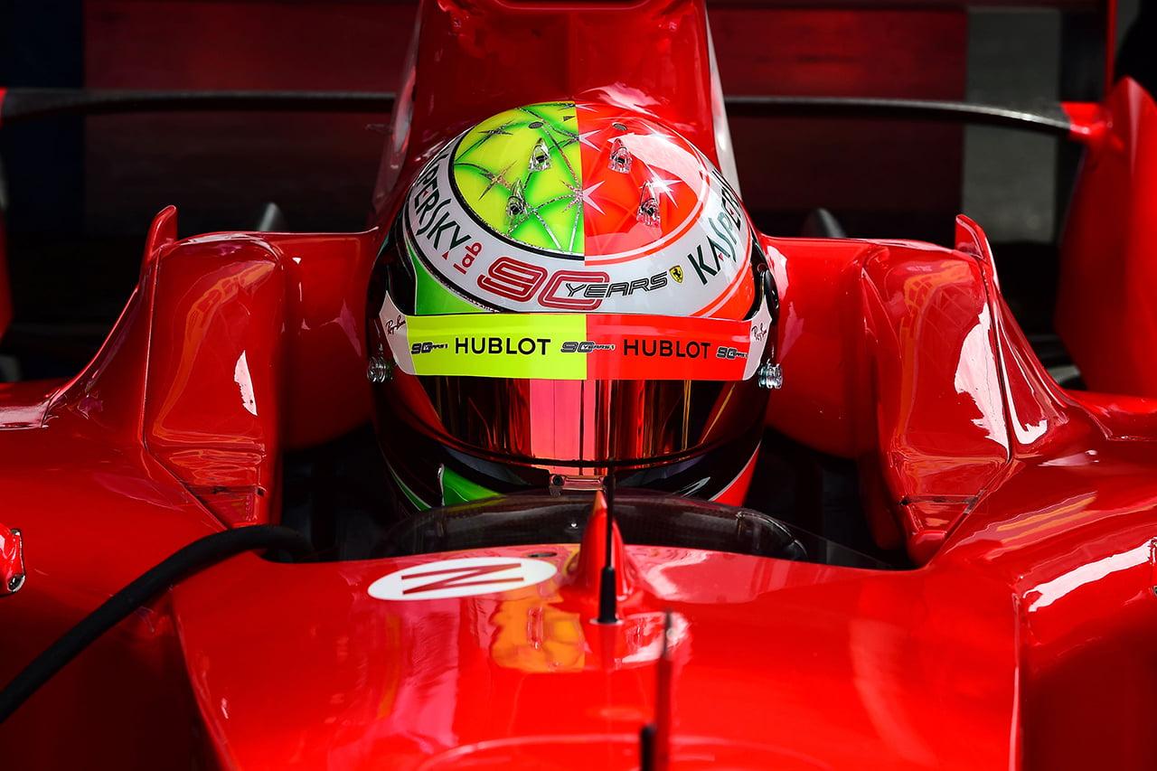 Mick Schumacher al volante del Ferrari 2004 que pilotaba su padre