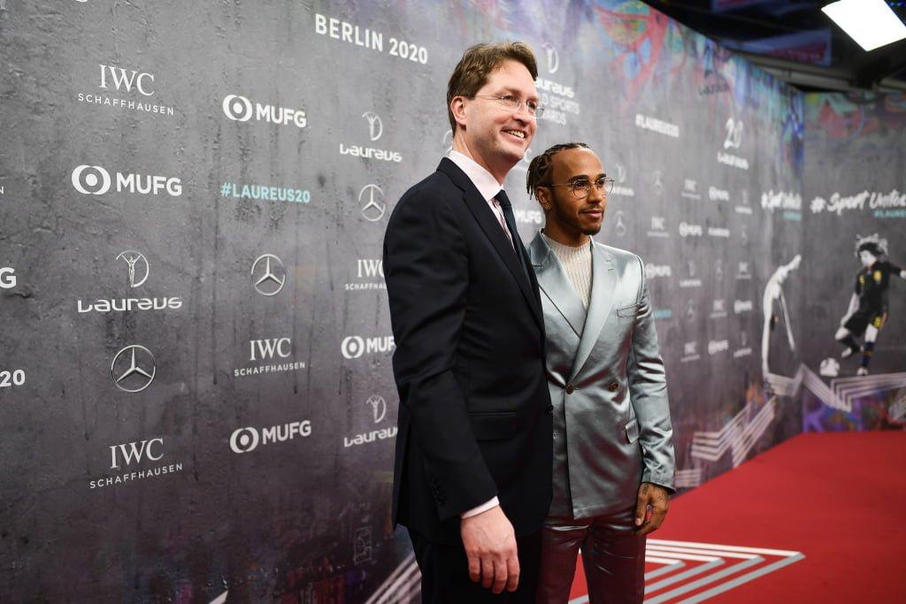 El presidente de Mercedes, Ola Kallenius junto a Hamilton
