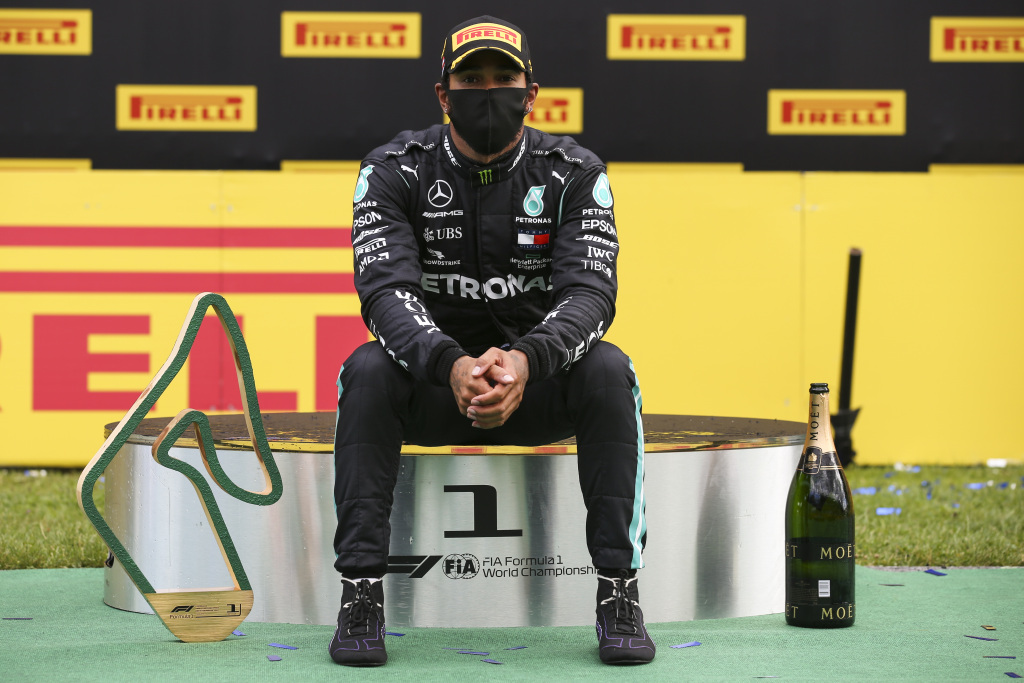 Hamilton enojado y solo en el podio de Spielberg