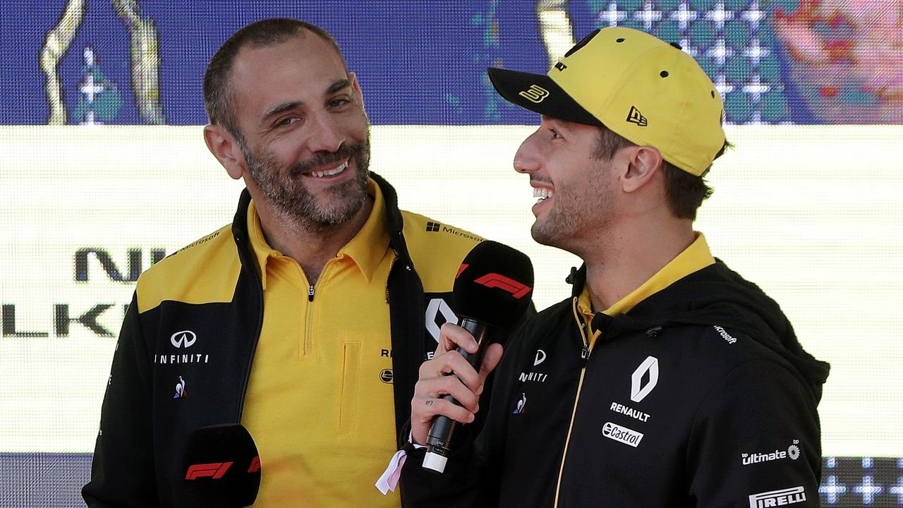 Abiteboul sonrie junto a Ricciardo