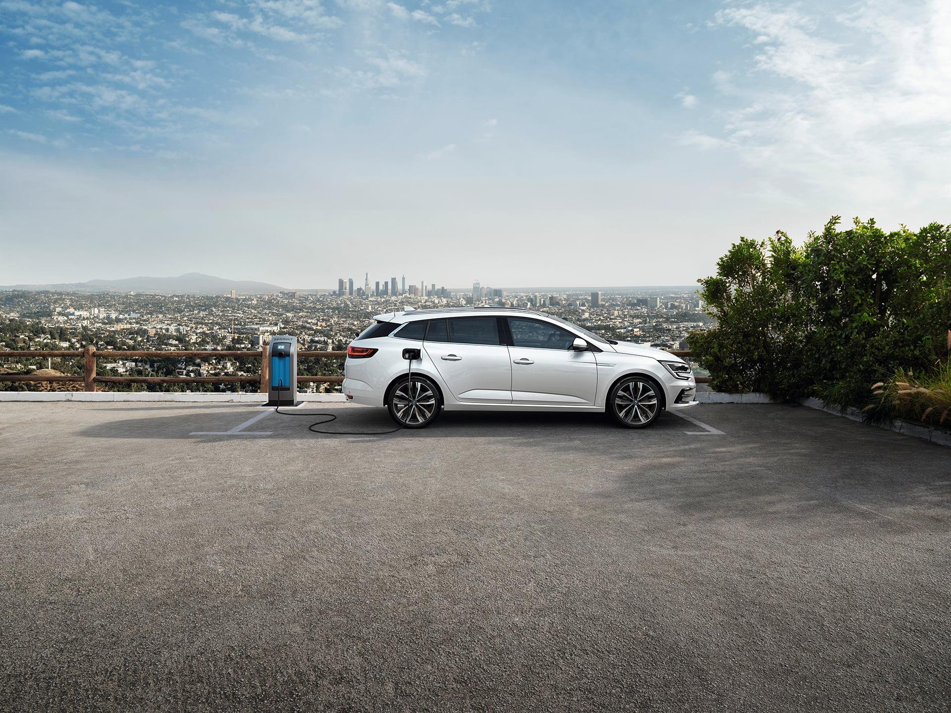 Mégane en su cuarta generación se adapta a las bajas emisiones.
