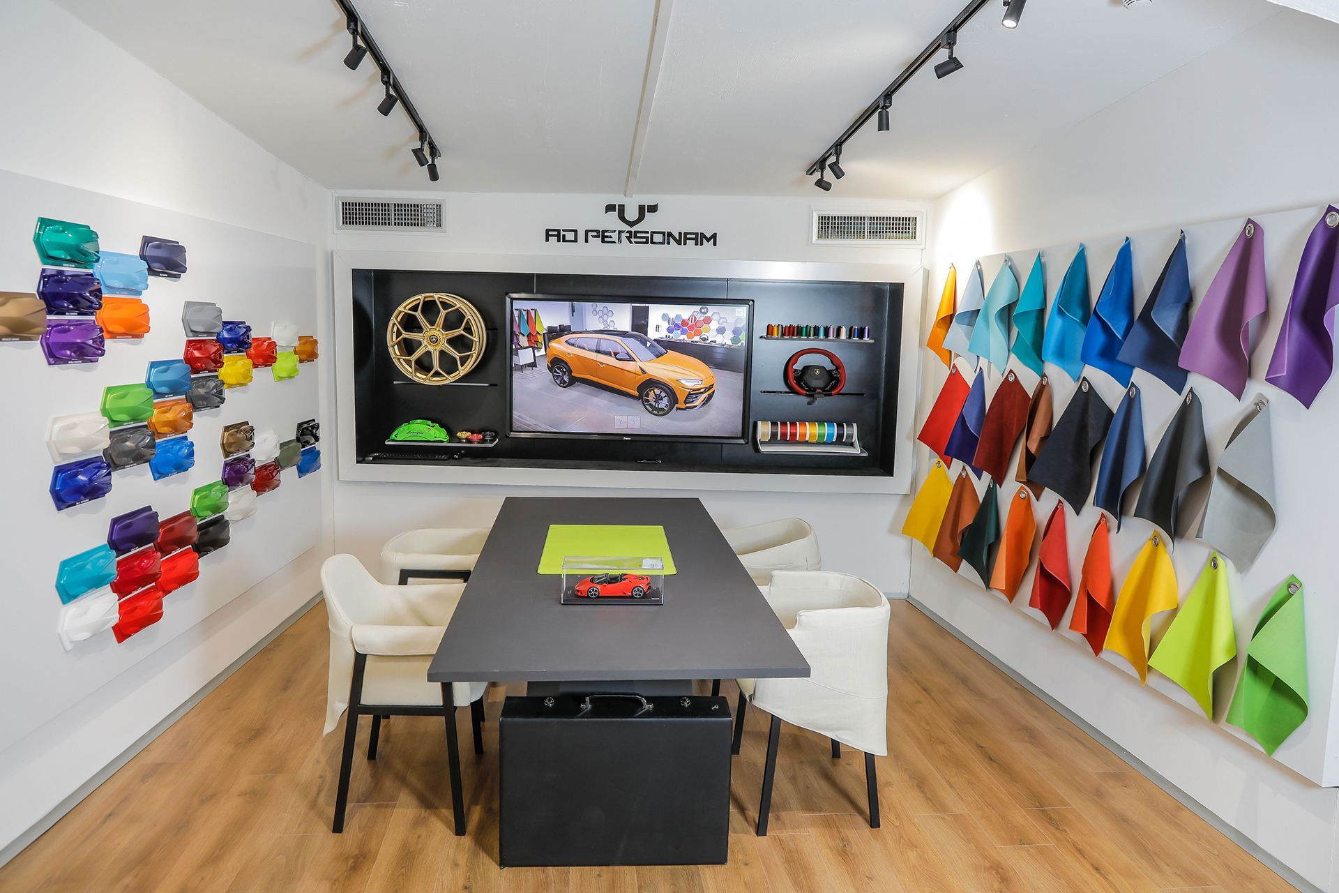 Lamborghini tiene otros Lounge más grandes en Tokio o Nueva York
