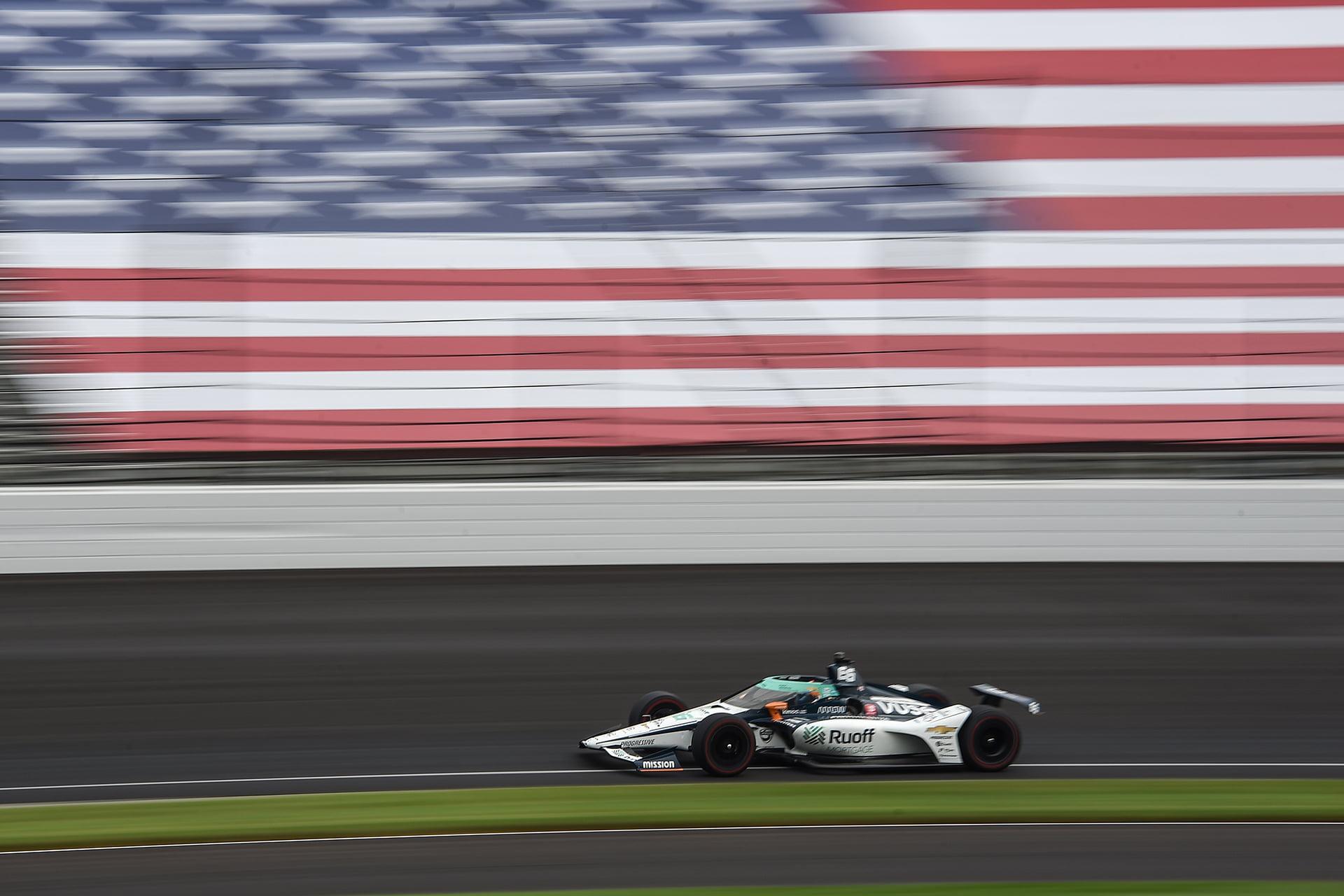 Abiteboul quiere que Alonso deje aparcado su gran sueño americano.