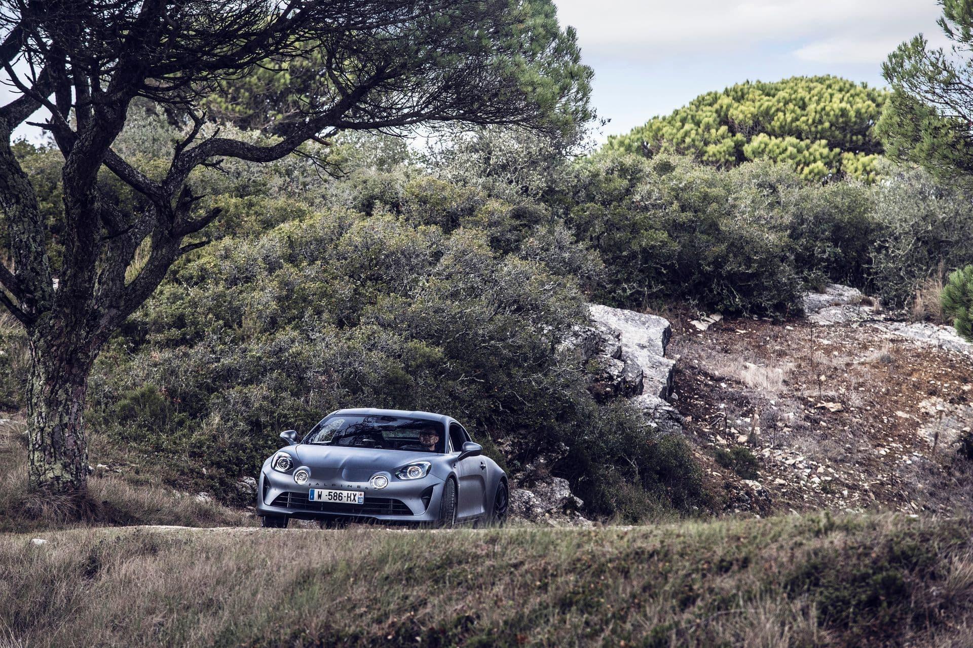 Un Alpine A110 le servirá a Ocon para debutar en los rallyes.