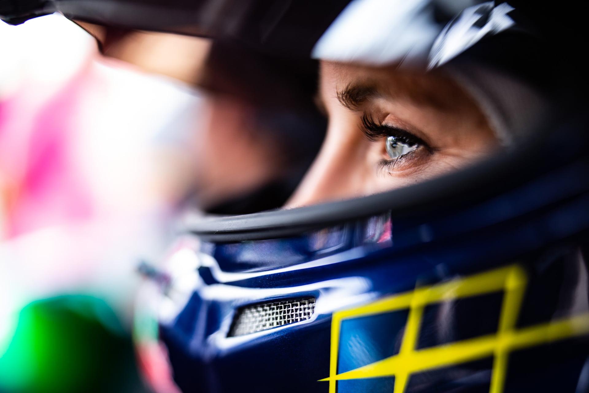 Mikaela competirá junto a Button en el campeonato.