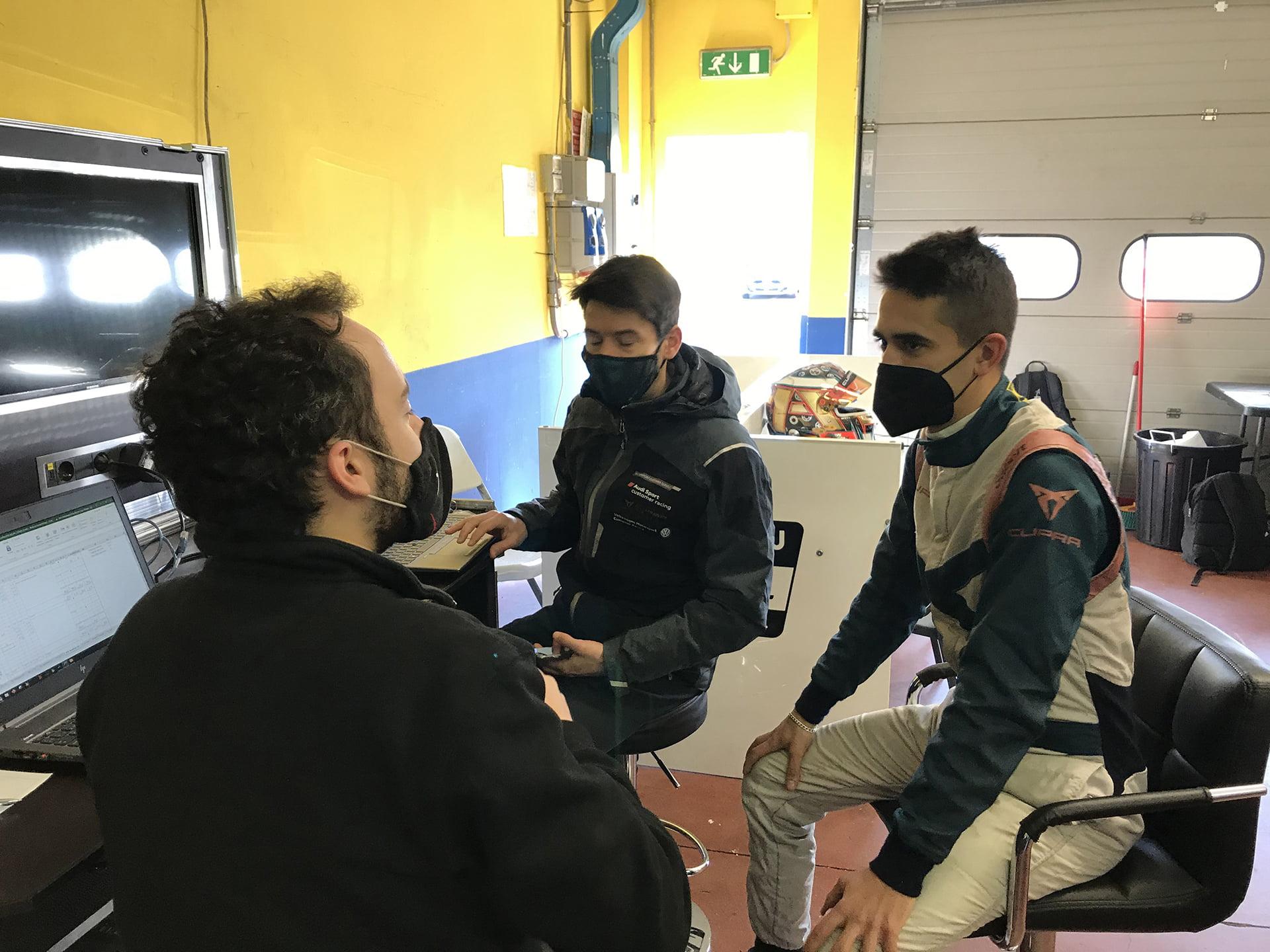 Mikel Azcona debutó con el Cupra e-Racer