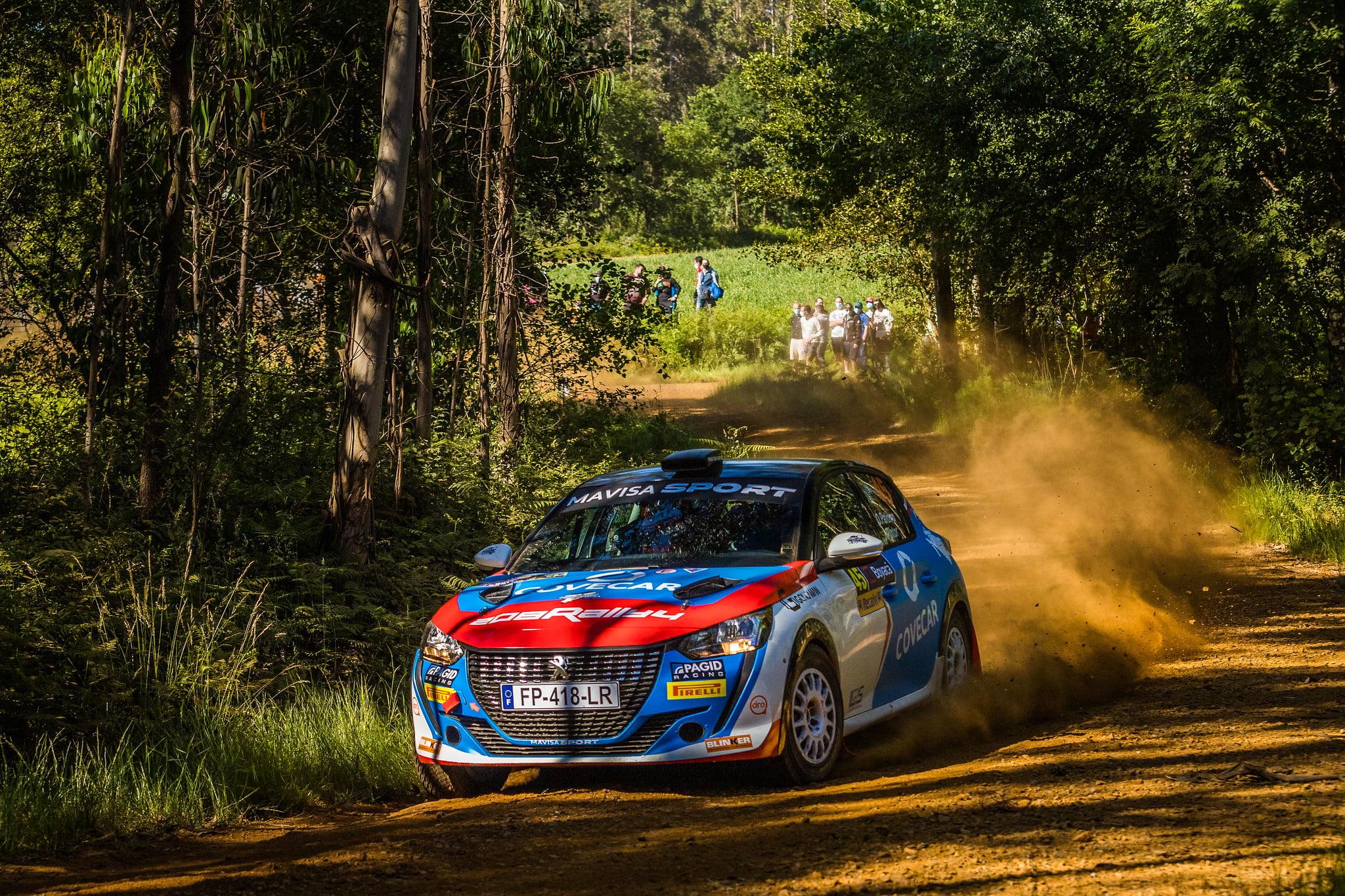 Óscar Palomo rumbo a la victoria en el Rallye da Auga
