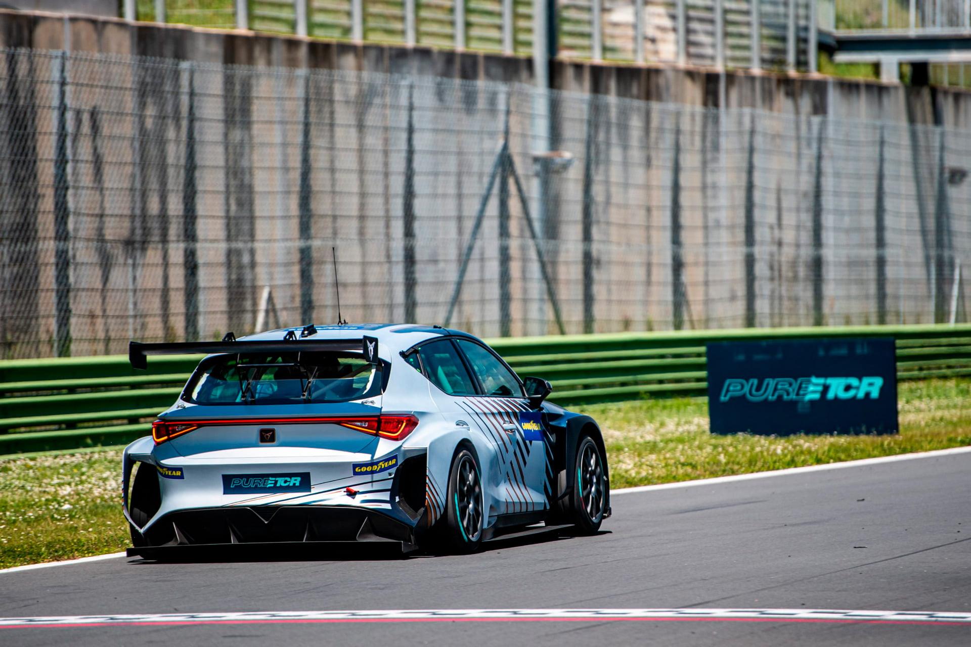 El CUPRA e-RACER en plena acción en Vallelunga