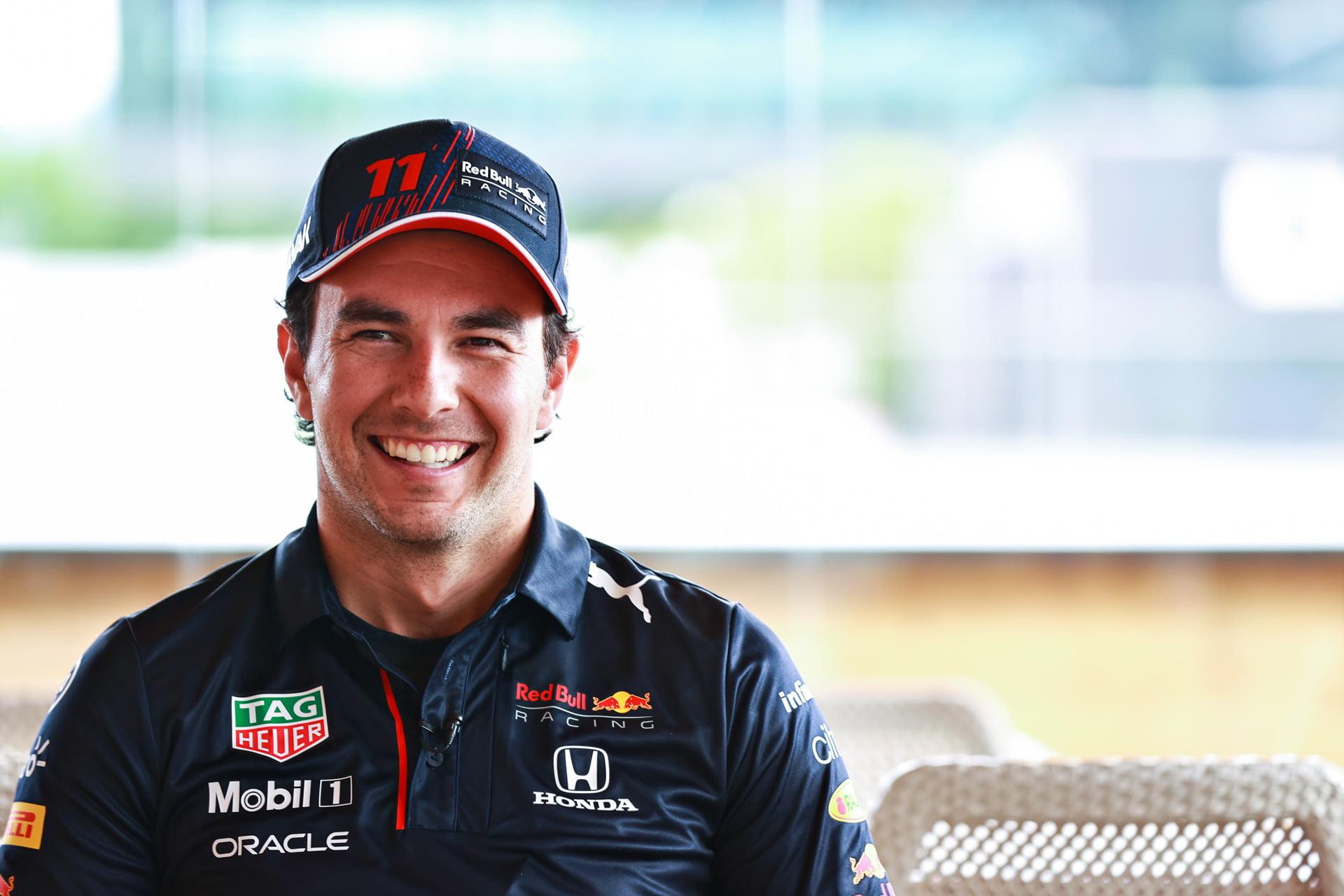 Checo Perez sonríe ante su futuro en la F1 junto a Red Bull Racing