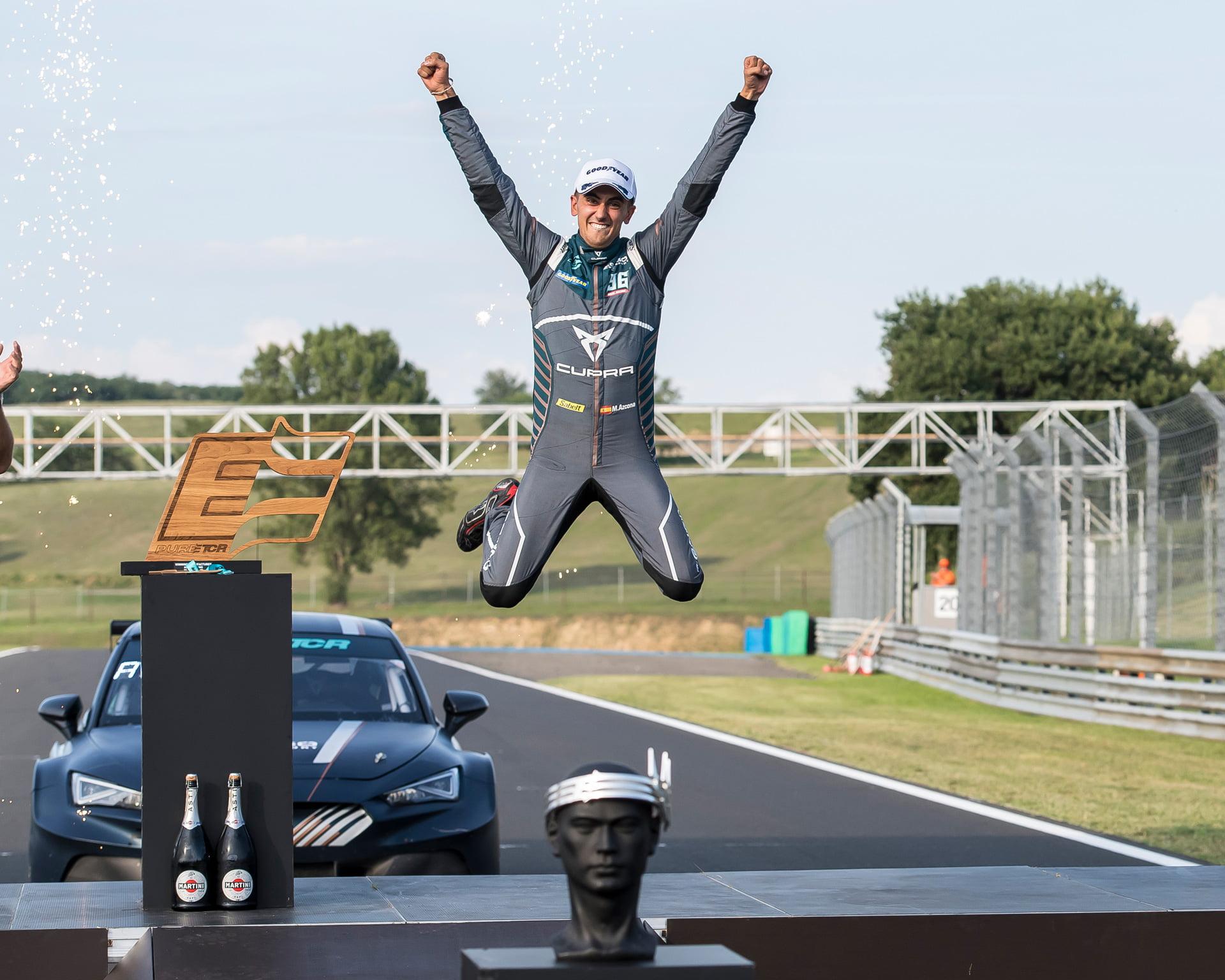 """Mikel Azcona se convertía en Hungaroring en el verdadero """"Rey del fin de semana"""""""