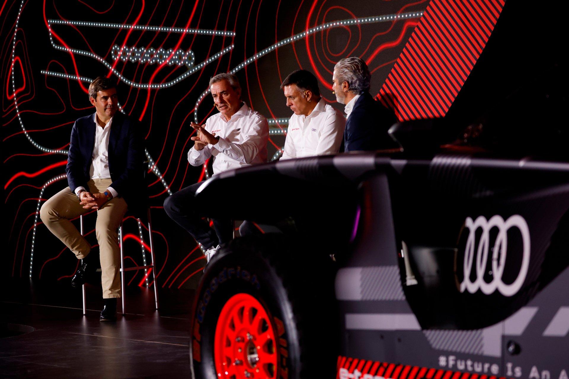 El Audi RS Q e-tron, es el prototipo electrificado con el que la marca de los cuatro aros quiere volver a hacer historia en el mundo de la competición automovilística.