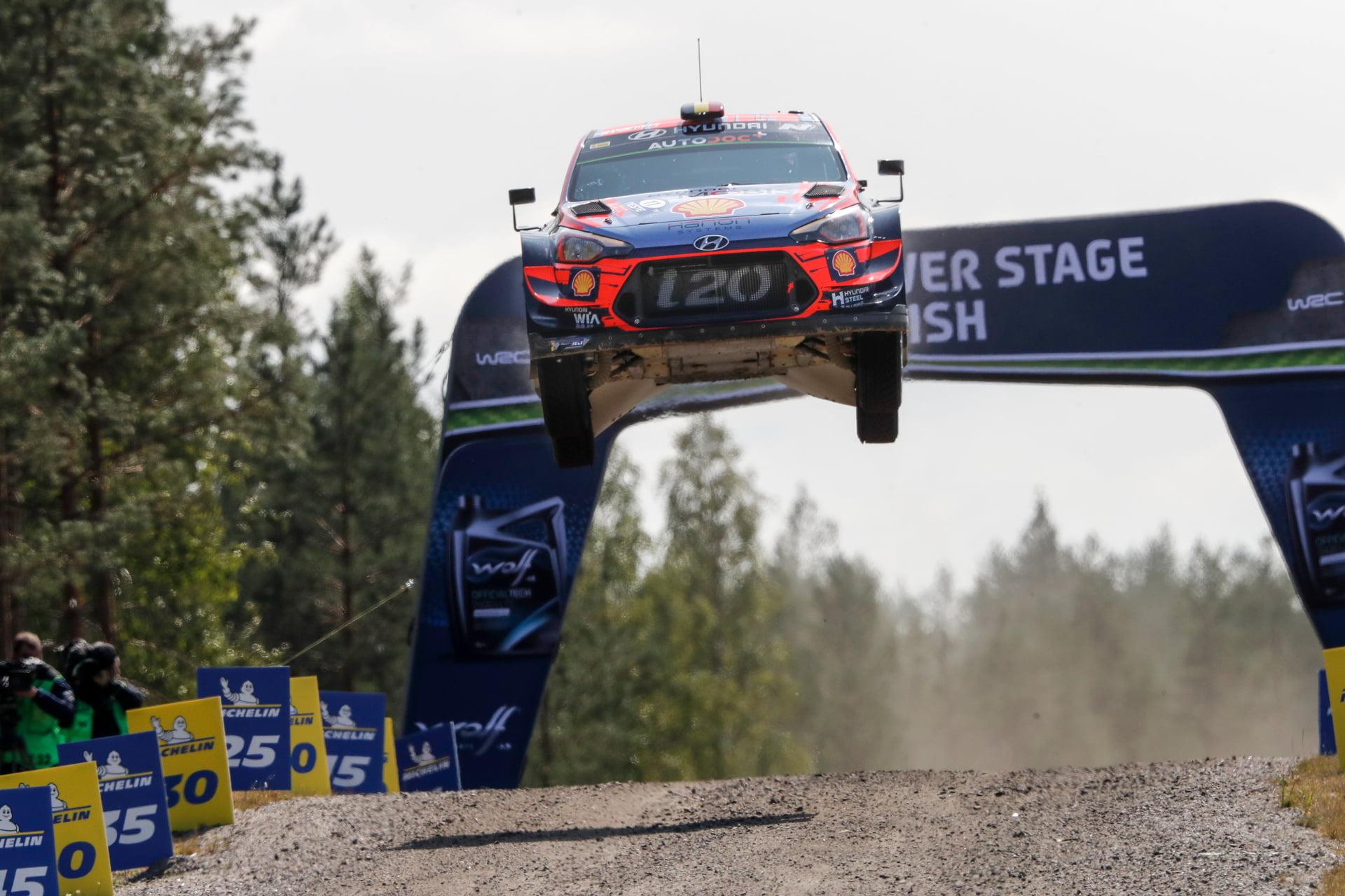 Hyundai Motorsport listo para volar en los bosques de Finlandia.