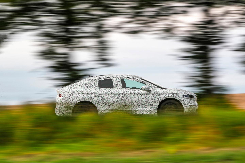 El nuevo ŠKODA ENYAQ COUPÉ iV presenta un diseño aún más emotivo que la variante SUV.